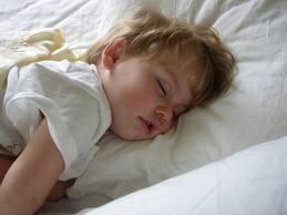 Почему нельзя фотографировать спящих? - фото