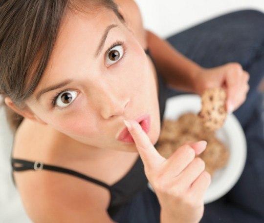Почему нельзя есть перед зеркалом? фото