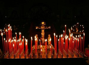 свечи на пасху красные