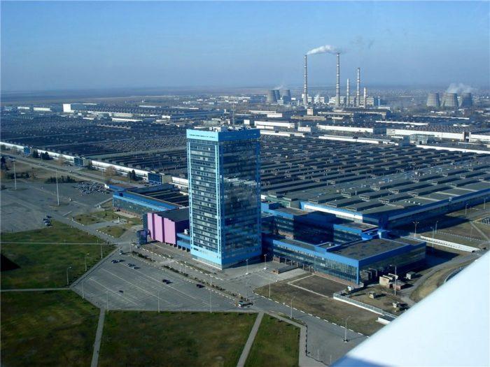 Почему автомобильный завод построен в Тольятти? фото
