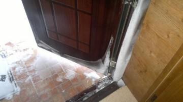 Почему потеет входная дверь? фото