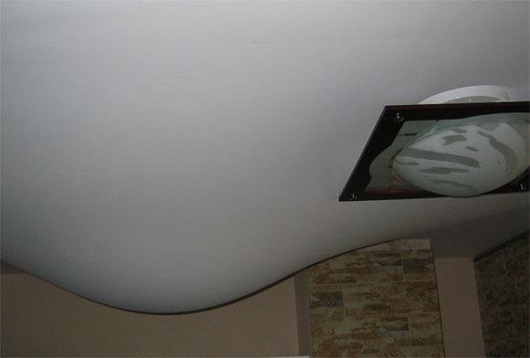 Почему провисают натяжные потолки? фото
