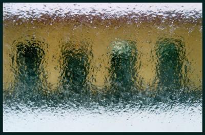 Почему замерзают окна на балконе? фото