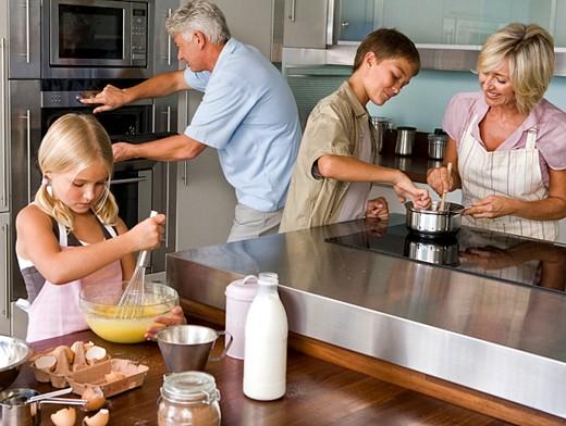Почему на кухне а не в кухне? фото