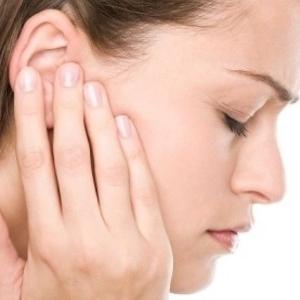 Почему болит ухо? фото
