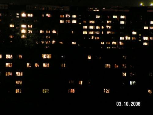 Почему окна домов днем кажутся темными? фото