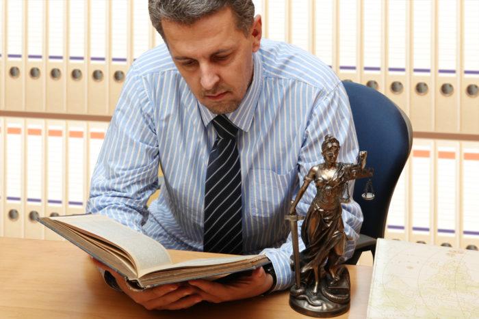 Чем адвокат может помочь в суде по уголовному делу? фото