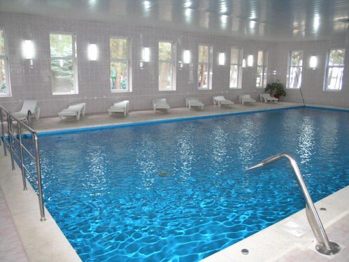 бассейн на лето закрыт