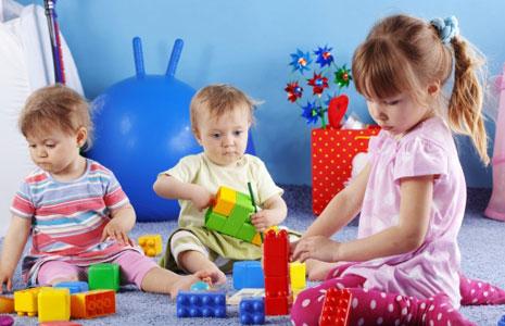 Почему дети играют в игрушки? фото
