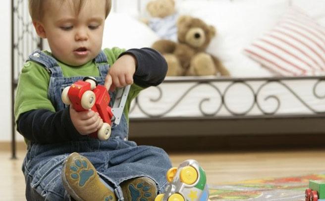 Почему ребенок ломает игрушки? фото