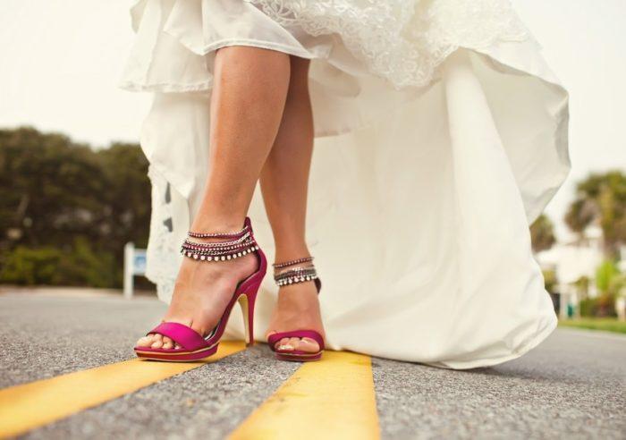 Почему нельзя одевать босоножки на свадьбу? фото