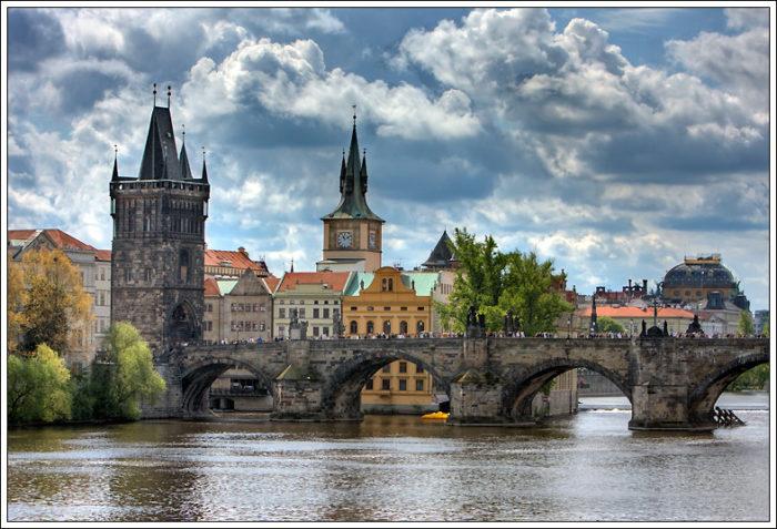 Где поменять деньги в Праге? фото