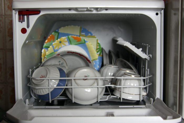 Как посудомоечная машина моет посуду? фото