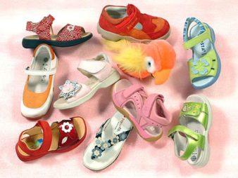 Pokupka.-Obuv.-Kak-vybrat-detskie-sandalii