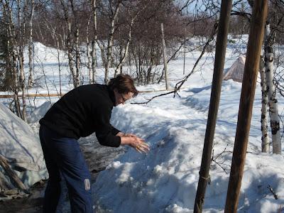 Как найти ключи в снегу? фото