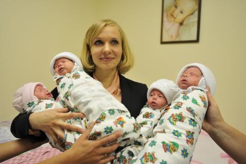Когда выписывают маму с новорожденным ребенком из роддома? фото