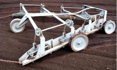 Механизация ворочки и валкования кускового торфа фото