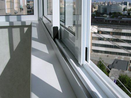 Алюминиевый профиль – бюджетное остекление балкона фото