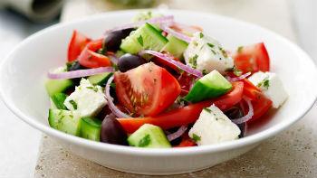 греческий салат с грибами