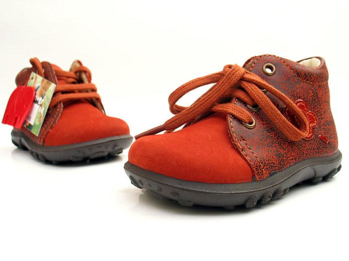 Как выбрать обувь для ребенка, который начинает ходить? - фото
