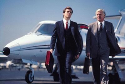 Юрист около самолета
