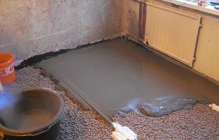 Типичный наливной пол на кухне