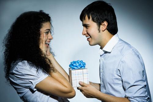 Подарок девушке на 2 года встречаний
