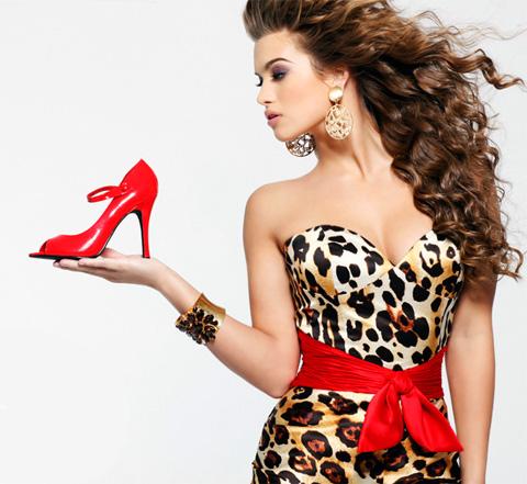 Модно одетая девушка