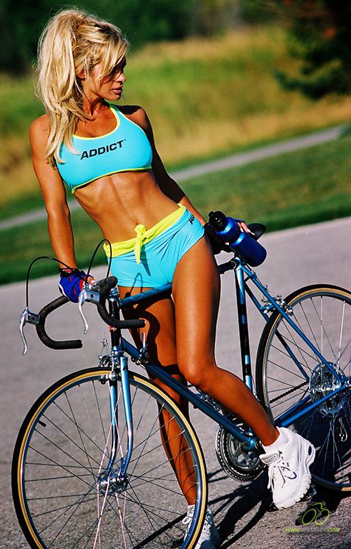 Накачиваем пресс на велосипеде