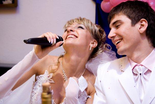 Как выбрать ведущего на свадьбу? - фото
