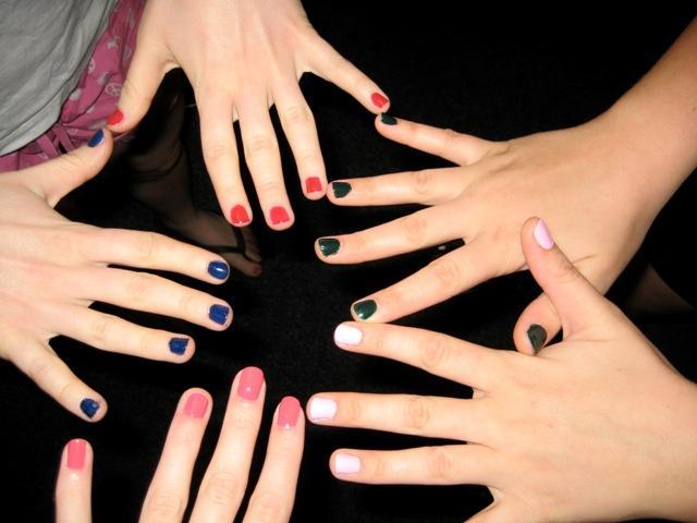 Как по цвету лака для ногтей определить характер девушки? фото