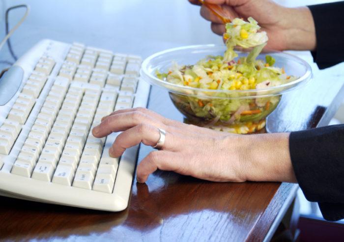 Как правильно питаться на работе? фото