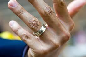 Каким должно быть мужское свадебное украшение? фото