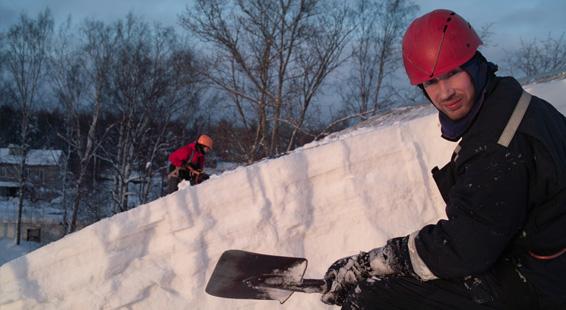 Alpinist495   эффективная очистка кровли от снега по выгодным ценам фото