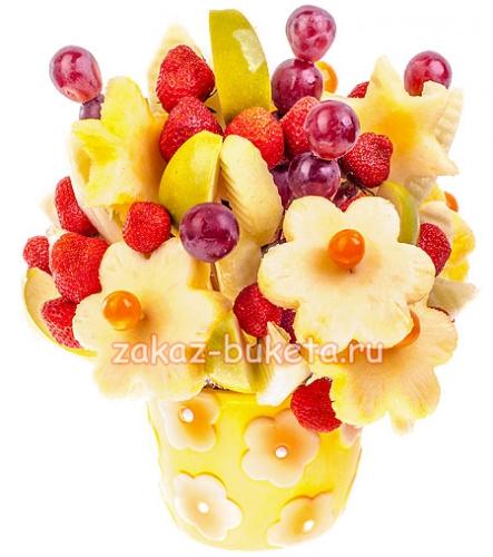 Букеты из конфет и фруктов – самый креативный подарок фото