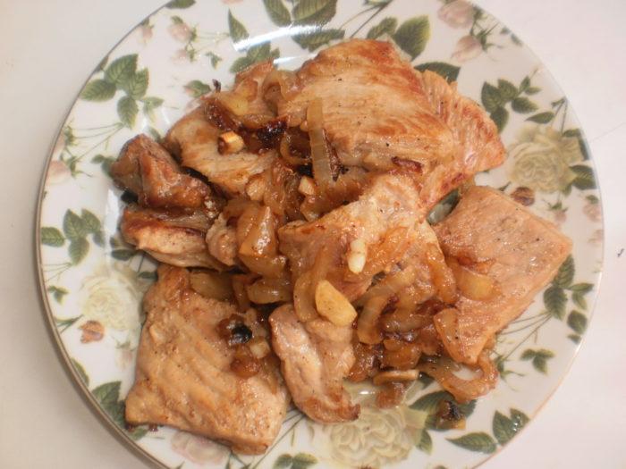 Как вкусно пожарить свинину с луком на сковороде пошаговый рецепт 63