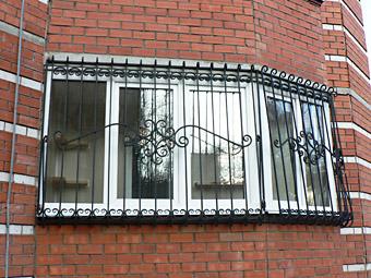 Почему нужны решетки на окна: совместимость эстетики и защиты фото