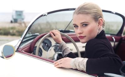 Почему женщине нужен автомобиль? фото