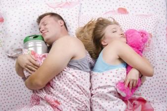 Почему один из супругов хочет для себя отдельное одеяло? фото
