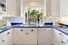 Какую столешницу подобрать к белой кухне?  фото