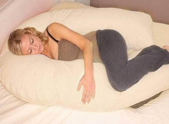 Чем удобна подушка для беременных ?  фото