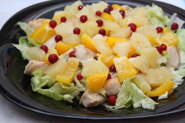 Как приготовить вкусный салат с ананасом? фото