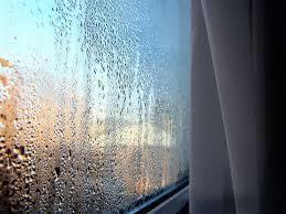 Почему дома потеют окна? - фото