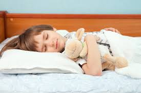 Какой должна быть подушка для ребенка 3 лет? фото