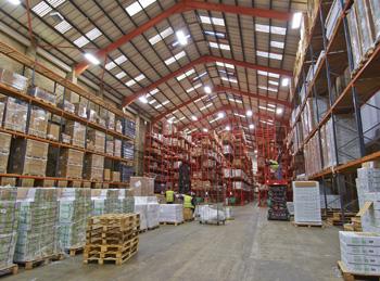 Как сделать освещение на складе? - фото