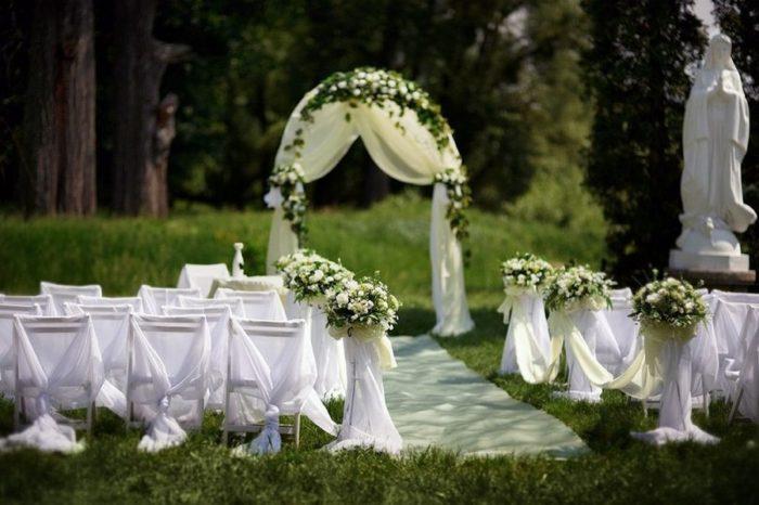 В чем достоинства и недостатки выездной свадебной церемонии? фото