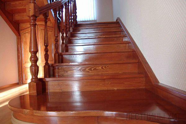 В чем особенности деревянных лестниц? фото