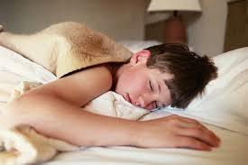 Сколько подростку нужно спать? фото