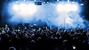 Стоит ли идти на концерт одному? фото