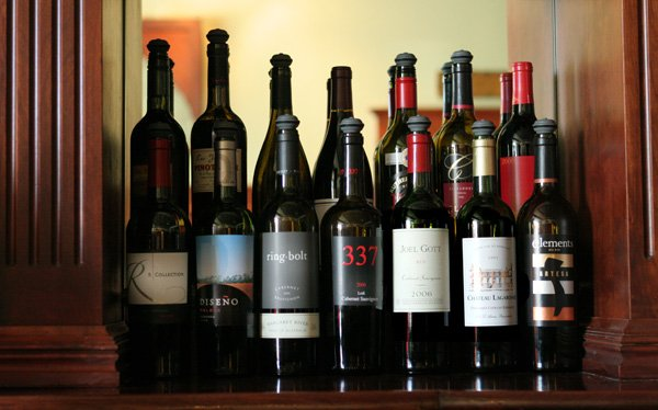 Почему бутылка хорошего вина – уместный подарок ко всем праздникам? фото